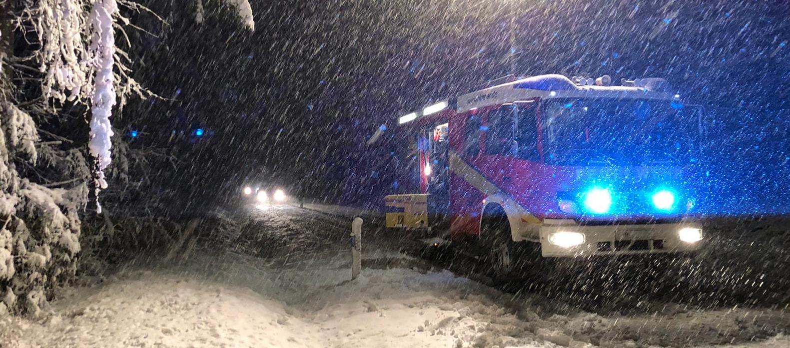 Einsatz mit HLF im Schnee