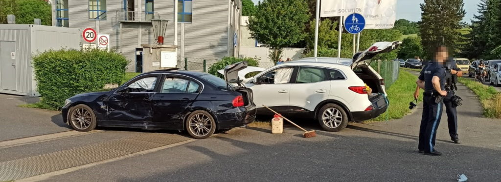 Zwei PKW bei einem Verkehrsunfall